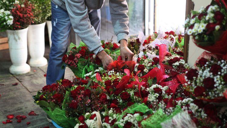 Un fleuriste dans sa boutique. Photo d'illustration. (MAXPPP)