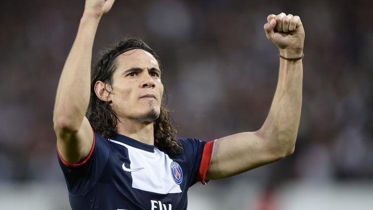 La joie démonstrative de l'attaquant du PSG Edinson Cavani après son doublé contre Bastia, le 19 octobre 2012. (FRANCK FIFE / AFP)