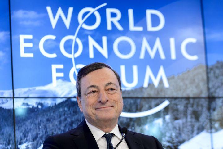 Le président de la Banque centrale européenne, Mario Draghi, le 22 janvier 2016 à Davos (Suisse), lors du Forum économique mondial. (FABRICE COFFRINI / AFP)