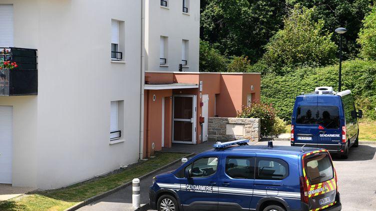 Des voitures de gendarmerieauc (Finistère), le 20 juillet 2021. (FRED TANNEAU / AFP)
