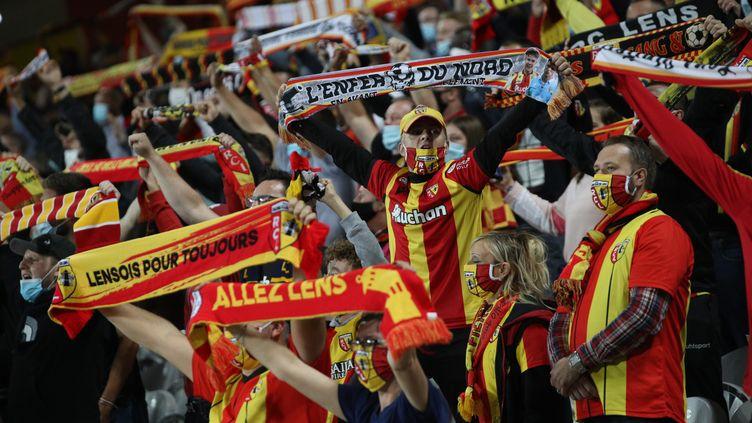 Les supporteurs lensois lors du match aller contre le PSG, au stade Bollaert-Delelis, le 10 septembre 2020. (ARNAUD JOURNOIS / MAXPPP)