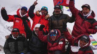 Dix Népalais ont été les premiers alpinistes au monde à s'être hissés, en plein hiver, au sommet du K2. (CAPTURE ECRAN FRANCE 2)