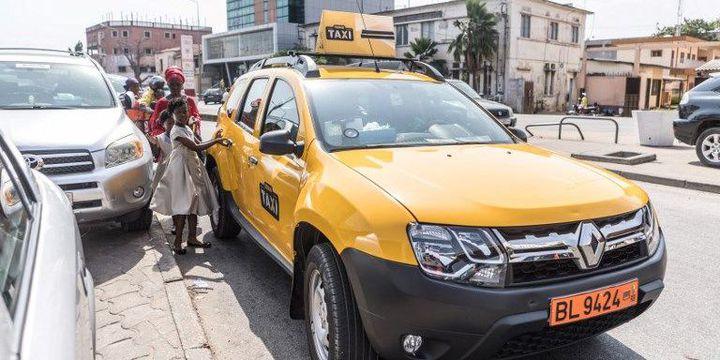 Désormais, des taxis jaunes individuels sont apparus à Cotonou, au Bénin. (YANICK FOLLY / AFP)
