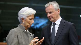 La présidente de la Banque centrale européenne, Christine Lagarde et le ministre de l'Économie français, Bruno Le Maire discutent en marge d'un sommet européen, le 17 février 2020 à Bruxelles. (FRANCOIS WALSCHAERTS / AFP)