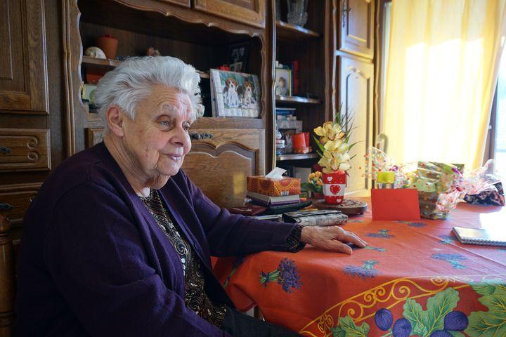 Jacqueline Gandoin avait investi toutes ses économies dans un quatre pièces au Signal. Elle vit désormais dans un logement d'une résidence pour personnes âgées de Soulac, le 5 mars 2015. (JULIE RASPLUS / FRANCETV INFO)