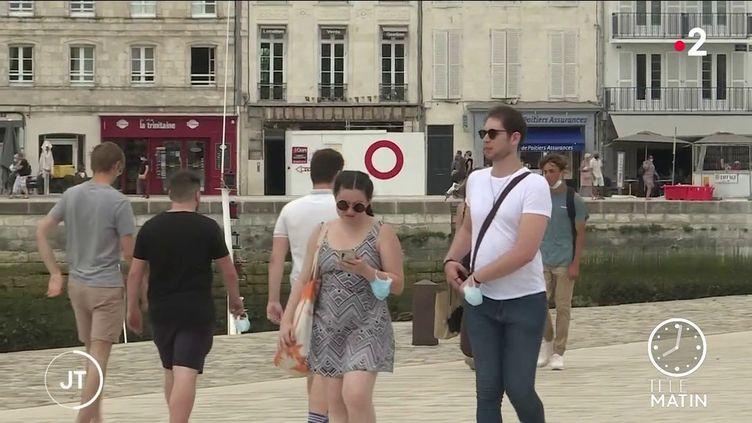 Des Français sans masque. (France 2)