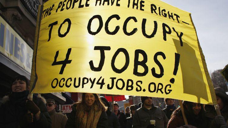 Des manifestants du mouvement Occupy Wall Street demandent des emplois à New York (Etats-Unis), le 16 janvier 2012. (EDUARDO MUNOZ / REUTERS)