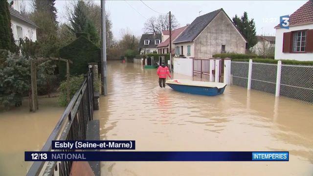 Inondations en Seine-et-Marne : les riverains tentent de survivre au milieu de l'eau