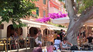 Certains sites très touristiques en France, comme l'île de Porquerolles (Var), redoutent une surfréquentation. (CAPTURE D'ÉCRAN FRANCE 3)