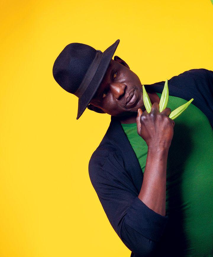 Seydou Boro, né au Bukina Faso. Successivement footballeur, puis comédien, il deviendra un chorégraphe et un musicien réputé. (Aline Princet)