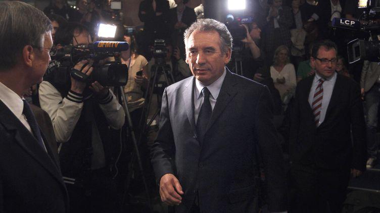 Francois Bayrou arrive pour sa conférence de presse jeudi 3 mai 2012 pour définir sa stratégie du second tour à Paris (FRANCOIS GUILLOT / AFP)