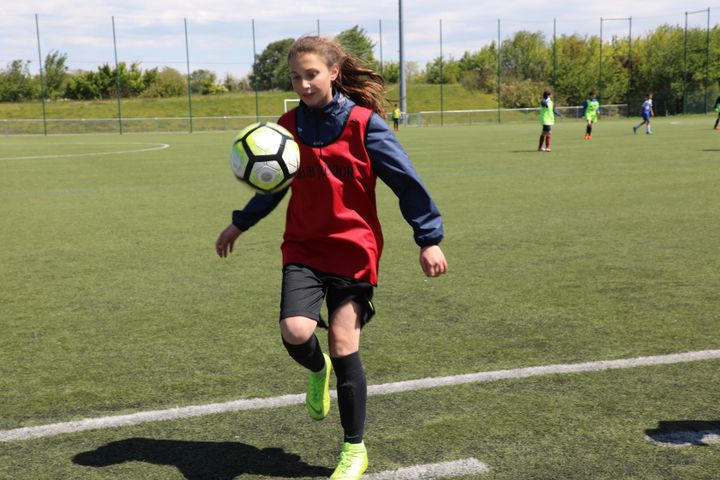 Une joueuse du club de Genas (Rhône), le 15 mai 2019. (ELISE LAMBERT/FRANCEINFO)