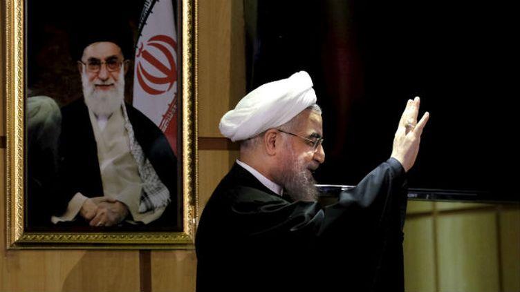 (Le président Rohani devant un portrait du Guide suprême Ali Khamenei©REUTERS)