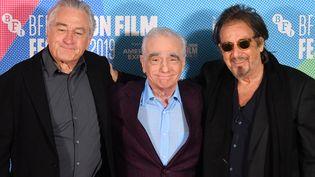 Le réalisateur américain Martin Scorcese entouré par les acteursRobert De Niro (à gauche) et Al Pacino (à droite), BFI London Film Festival, Londres, le 13 octobre 2019 (DANIEL LEAL-OLIVAS / AFP)