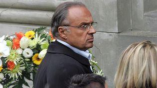 Gérard Louvin, le 20 avril 2005, à Dourges, aux obsèques du producteur de spectacles Dominique Pizzi. (DENIS CHARLET / AFP)