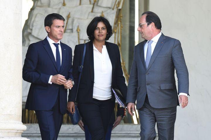Myriam El Khomri, raccompagnée sur le perron de l'Elysée par le Premier ministre Manuel Valls et François Hollande, le 2 septembre 2015, après sa nomination à la tête du ministère du Travail. (ALAIN JOCARD / AFP)