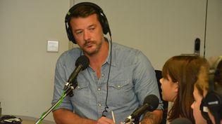 Depuis un studio de Radio France, sept élèves de sixième ont posé leurs questions au reporter de franceinfo, Matthieu Mondoloni. (Jean-Christophe Bourdillat - franceinfo)
