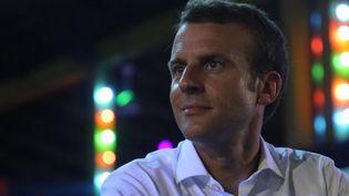 Emmanuel Macron au New Afrika Shrine, lieu mythique de la culture africaine et nigériane à Lagos, au Nigeia. Le président français y a lancé la Saison des cultures africaines qui se déroulera en 2020 en France. (LUDOVIC MARIN / POOL / AFP)