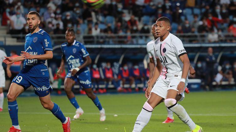 Kylian Mbappé lors du match de la première journée de la Ligue 1 entre le PSG et Troyes. (CHRISTOPHE PETIT TESSON / EPA / AFP)
