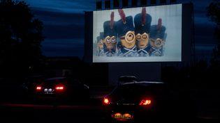 En Espagne également, les drive-in apparaissent comme une solution à la fermeture des salles. (JOSE JORDAN / AFP)