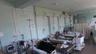 Près de 1 000 décès sont enregistrés chaque jour en Russie, alors que seulement 32% de la population est entièrement vaccinée contre le Covid-19. (CAPTURE ECRAN FRANCE 2)