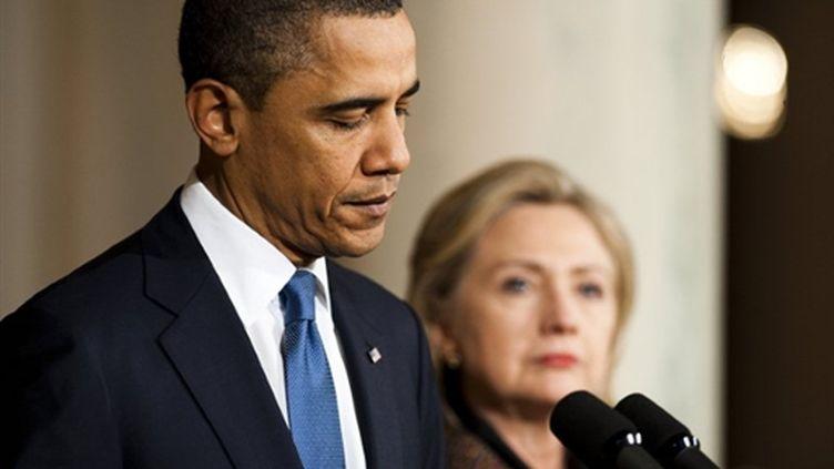 Barack Obama s'exprime sur la crise libyenne, aux côtés de Hillary Clinton, le 23 février 2011 à la Maison Blanche (AFP / Jim Watson)
