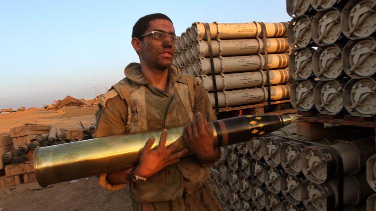 Un soldat israélien à la frontière avec Gaza, le 30 juillet 2014. (GIL COHEN MAGEN / AFP)