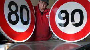 """Le comité d'experts du CNSR a préconisé la limitation de la vitesse maximale autorisée à 80 km/h sur """"les routes bidirectionnelles"""" nationales, départementales et communales où elle est limitée à 90 km/h. (  MAXPPP)"""
