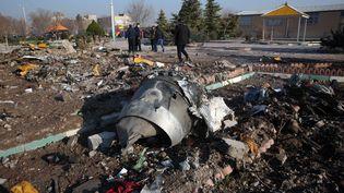 Les débris de l'avion de ligne ukrainien qui s'est écrasé avec 176 personne à bord, le 8 janvier 2020 près de Téhéran (Iran). (AFP)
