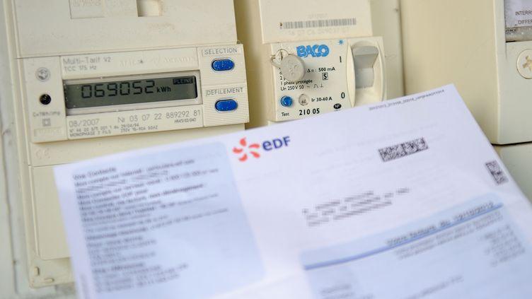 Les clients concernés ont reçu des lettres de relance les menaçant de réduire ou de suspendre leur fourniture d'électricité. (PHILIPPE HUGUEN / AFP)