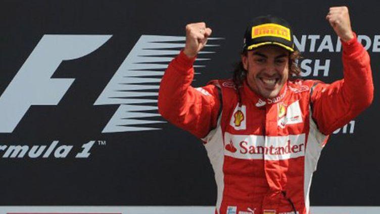 Le bonheur de Fernando Alonso après sa victoire à Silvestorne. Son seul succès de la saison. Malgré beaucoup de volonté, la Scuderia ne disposait pas de la monoplace pour rivaliser avec Red Bull et McLaren. Quatrième du classement des pilotes.