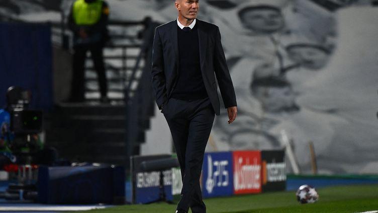 Zinédine Zidane s'est montré très satisfait de la prestation de son Real Madrid contre Liverpool. (GABRIEL BOUYS / AFP)