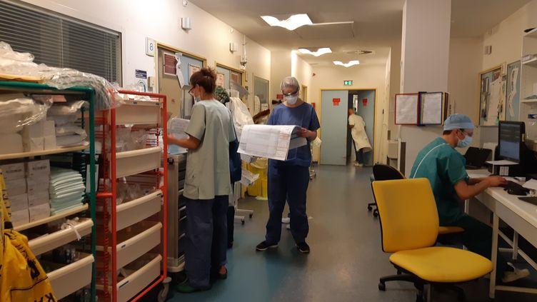 Dans le service de réanimation de l'hôpital Bichat, à Paris, mi-avril 2020. (SOLENNE LE HEN / RADIO FRANCE)