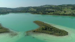 Savoie : le lac Aiguebelette, havre de tranquillité pour les derniers vacanciers (France 2)