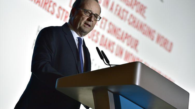 François Hollande donne une conférence de presse à Singapour, le 27 mars 2017. (CHRISTOPHE ARCHAMBAULT / AFP)