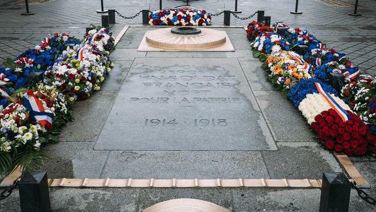 La tombe du soldat inconnu sous l'Arc de Triomphe, place de l'Étoile, à Paris. (DENIS MEYER / HANS LUCAS)