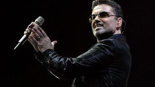 George Michael se produit en concert, à Barcelone (Espagne), le 23 septembre 2006. (CESAR RANGEL / AFP)