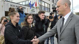 Le ministre de l'Éducation Jean-Michel Blanquer en visite au lycée Raymond Cortat d'Aurillac, le 29 mars 2018. (THIERRY ZOCCOLAN / AFP)