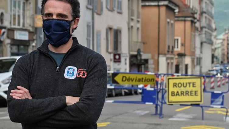 Eric Piolle, le 6 mai 2020, à Grenoble. (PHILIPPE DESMAZES / AFP)