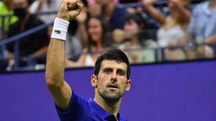 Novak Djokovic lors du quatrième tour de l'US Open, le 6 septembre 2021. (ED JONES / AFP)
