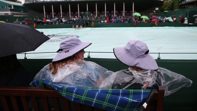 La pluie s'invitant au-dessus de Wimbledon, les matches ont été repoussés. (JUSTIN TALLIS / AFP)
