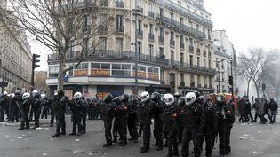 Des agents des forces de l'ordre près de la place de la République, le 5 décembre 2019 à Paris. (MAXPPP)