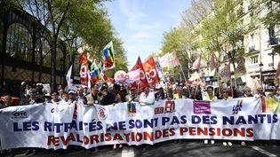 Des retraités manifestent pour la revalorisation de leur pension de retraite, le 30 mars 2017 à Paris. (MARTIN BUREAU / AFP)