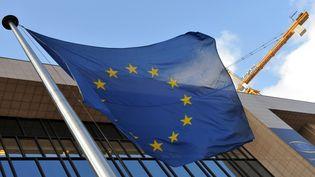 Devant le siège de la Commission européenne à Bruxelles, le 14 mars 2013. (GEORGES GOBET / AFP)
