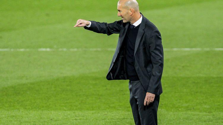 Zinédine Zidane sur le banc du Real Madrid contre Osasuna, le 1er mai 2021. (IRH / SPAIN DPPI)