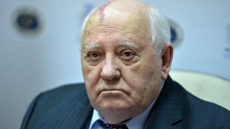 Mikhail Gorbachev assiste à une cérémonie au Musée de l'impressionisme russe, à Moscou, le 16 décembre 2016. (VLADIMIR PESNYA / SPUTNIK / AFP)