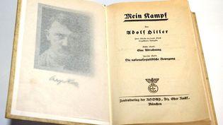"""Une édition de """"Mein Kampf"""" photographiée le 9 janvier 2014. (DPA / AFP)"""