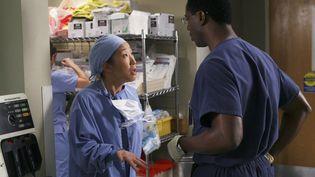 """Sandra Oh et Isaiah Washington, dans la série """"Grey's Anatomy"""", saison 2, épisode 6. (ARCHIVES DU 7EME ART)"""