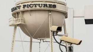 Des caméras de sécurité en Californièe, près des studios Sony Pictures, le 18 décembre 2014. (DAMIAN DOVARGANES / AP / SIPA)