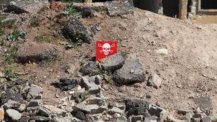 Un panneau signale une zone potentiellement contaminée à Khan Cheikhoun, en Syrie, le mercredi 5 avril. (ABDUSSAMED DAGUL / ANADOLU AGENCY)